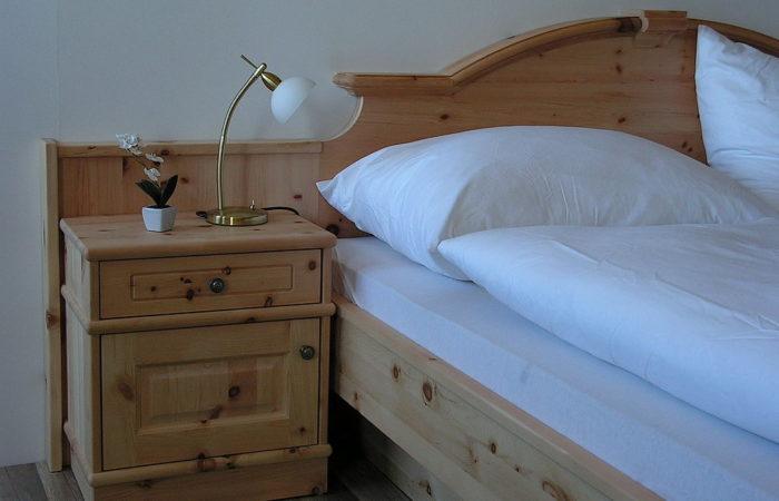 Schlafzimmer - Zirbe - Detail - Wiesner Tischlermöbel